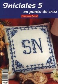 http://www.artmanuais.com.br/revistas/cuadros_ponto_cruz/iniciales.n5.jpg